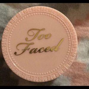 Too Faced Primed Poreless Skin Smoothing Powder